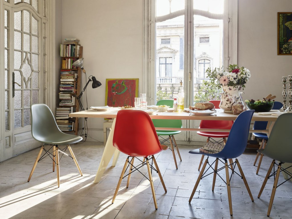 eames-plastic-side-chair-dsw-new-colours-em-table