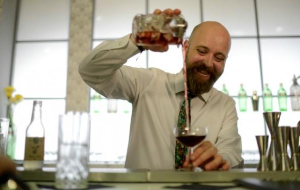 O Αλέξης Σιμωνίδης κορυφαίος bartender για φέτος, καθώς το πρώτο Athens Fine Drinking ξεκινά!