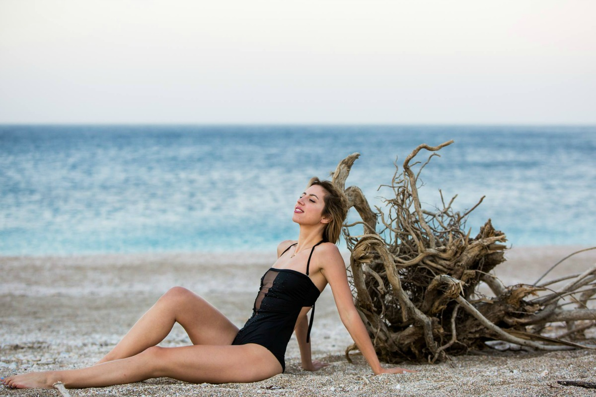 acfe761d3c3 Δύο fashion bloggers μας λένε τι θα φορεθεί στην παραλία αυτό το ...
