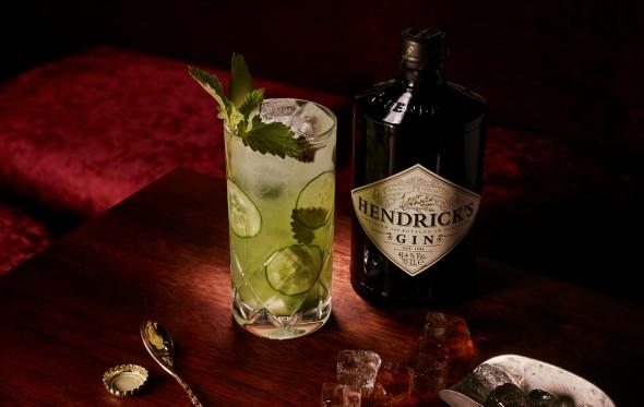 Τι σχέση έχουν οι γάτες, τα αγγούρια και το Hendrick's Gin;