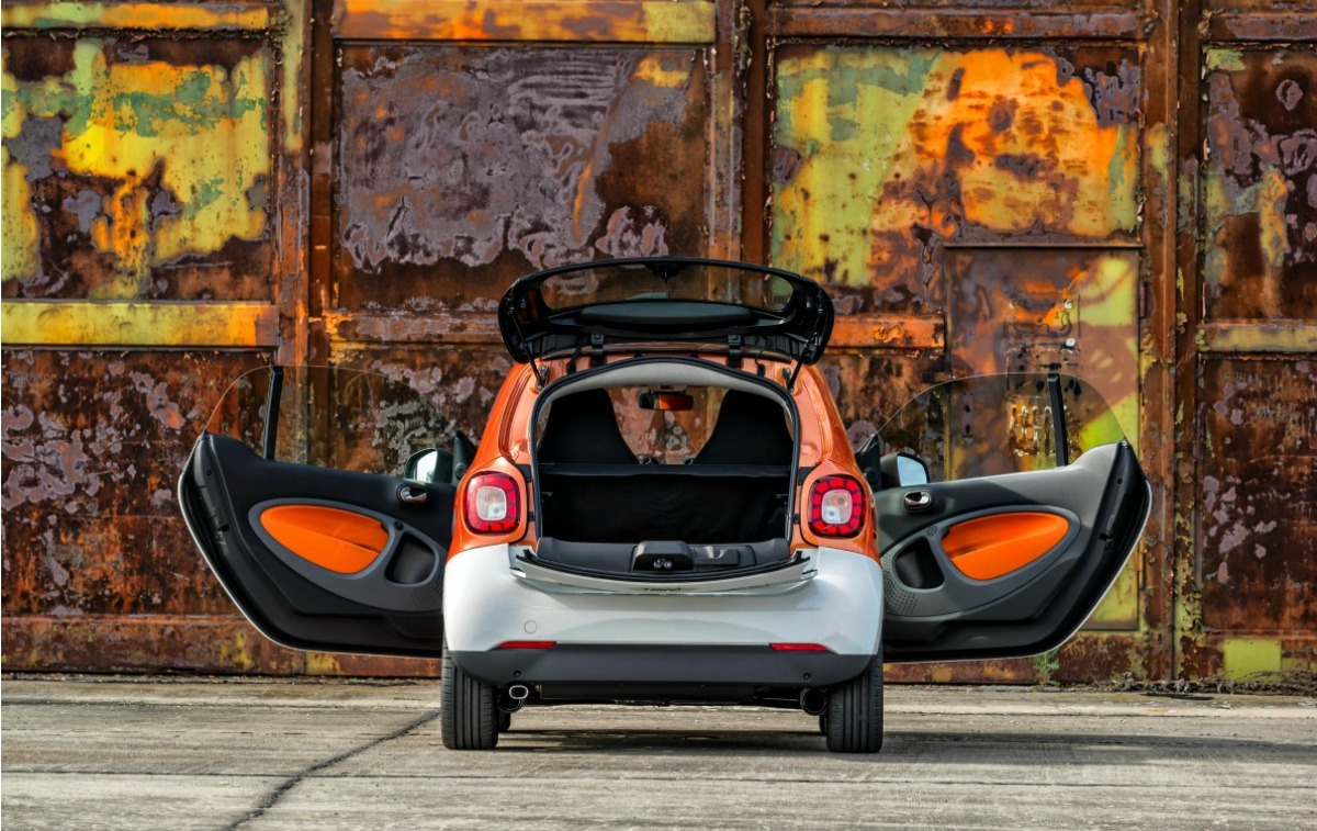 Der neue smart fortwo 2014: Bodypanels in white, tridion Sicherheitszelle in lava orange (metallic)