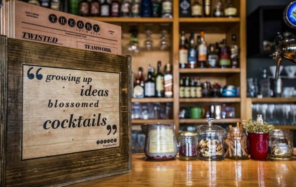 Όταν ένα μπαρ φιλοξενεί άλλα πέντε, τι γίνεται; Του… Theory