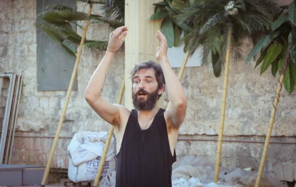Άρης Σερβετάλης: «Οι Όρνιθες είναι ένα τρελό έργο»