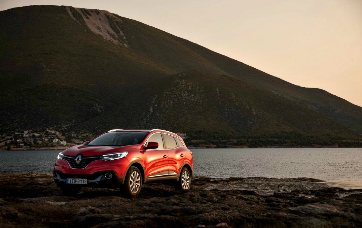 Το Kadjar είναι μια εσωτερική εναλλακτική πρόταση στην αδελφή Nissan και το δικό της Qashqai, με τη Renault να επισημαίνει ωστόσο πως τα περισσότερα απ' όσα φαίνονται είναι εντελώς καινούρια. (photo credit Renault).