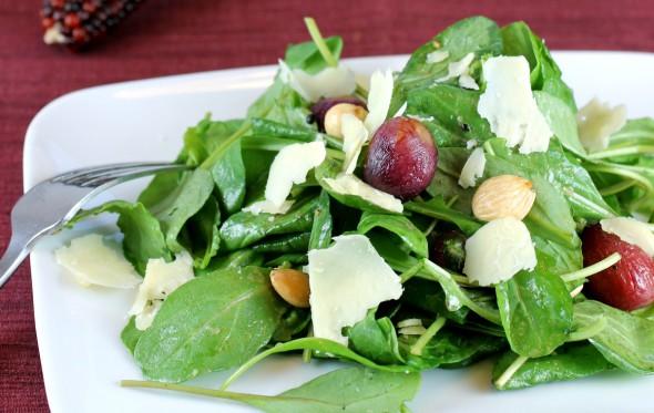 Φθινοπωρινή σαλάτα με σταφύλια και πρασινάδες
