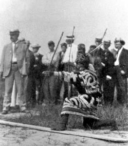 Ainu_archery_-_anthropological_day_-_1904_olympics