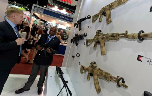 Η Καλάσνικοφ άνοιξε κατάστημα αναμνηστικών με όπλα σε αεροδρόμιο της Μόσχας