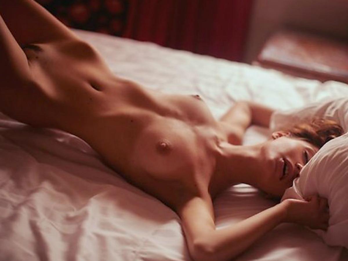 Ekaterina-Zueva-Topless-13