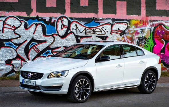 Driven: Volvo S60 Cross Country D4 2.0 – «Γιατί έτσι μ' αρέσει»