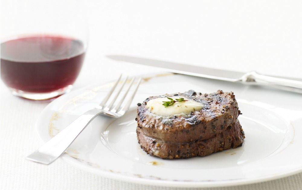 200901-r-xl-peppered-beef-tenderloin-with-roasted-garlic-herb-butter