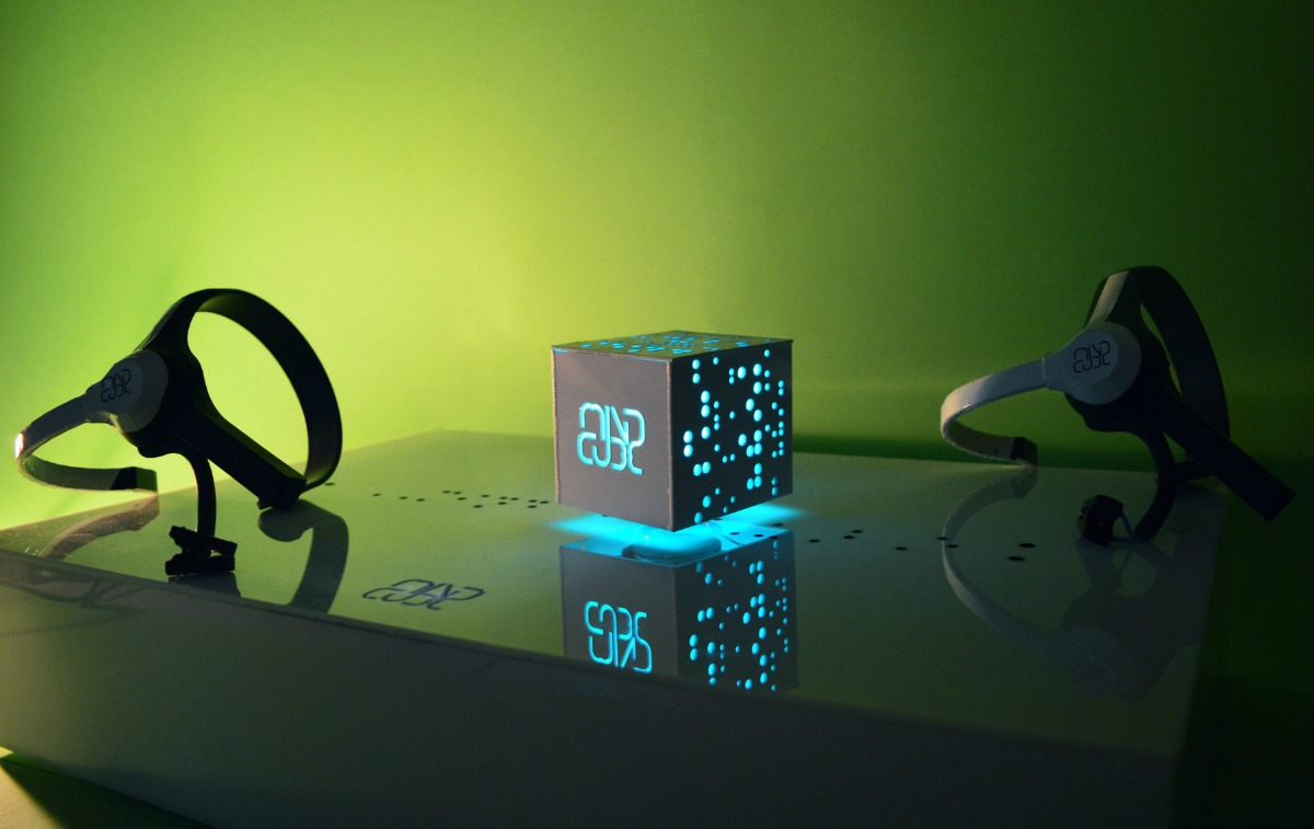 mindcube-with-headsets