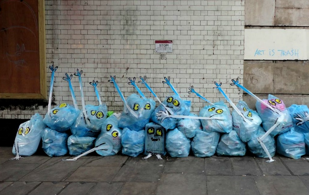 garbage-painted-to-look-human-monsters-faces-francisco-de-pajaro-london-banksy-brick-lane-1