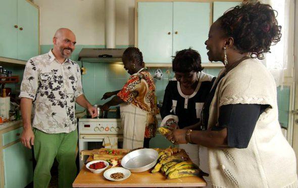Μια ματιά μέσα στις κουζίνες των μεταναστών της Αθήνας