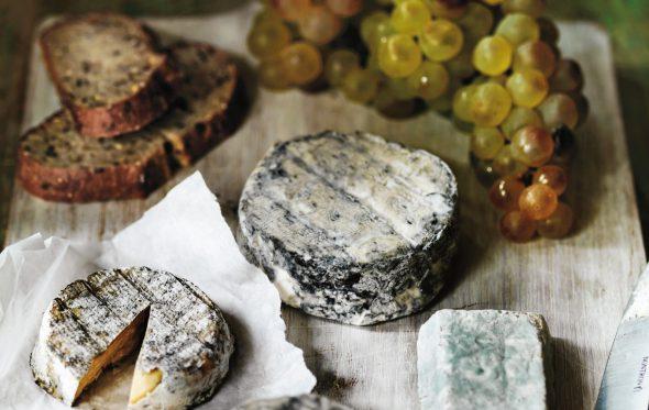 Πώς θα στήσετε ένα ονειρεμένο τραπέζι, μόνο με γαλλικά τυριά