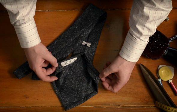 ΚΥΔΟΣ: Η αρμονία της χειροποίητης γραβάτας μέσα σε 1 λεπτό