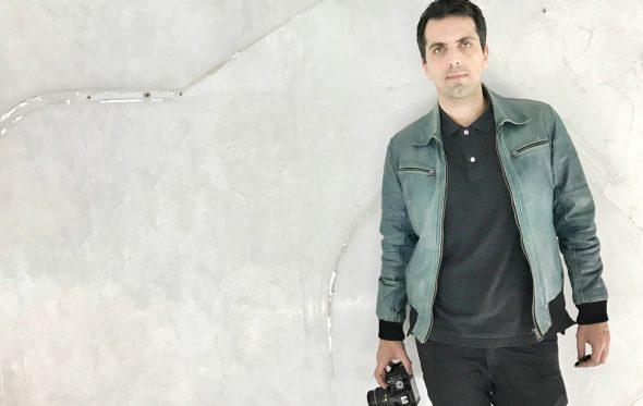 Ο Δημήτρης Παπαδόπουλος μας «ταξιδεύει» στα Χριστούγεννα των παιδικών μας χρόνων