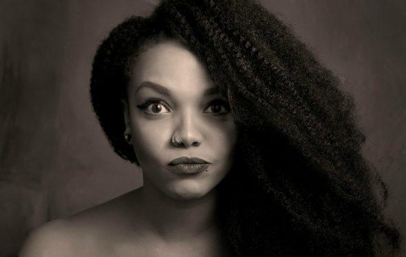 Συνέντευξη: Ο μουσικός κήπος της Idra Kayne