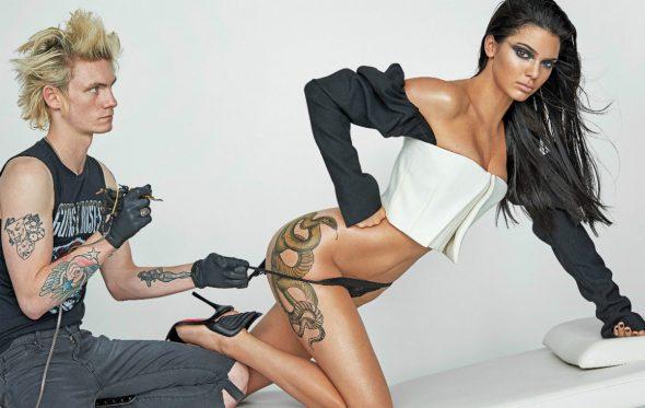 Τα «τατουάζ» του Mario Testino προκαλούν πόνο (και ηδονή)