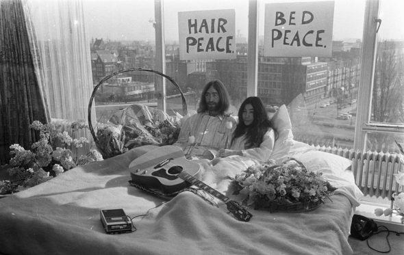 Η Yoko Ono θέλει να μεταφέρει τη σχέση της με τον John Lennon στη μεγάλη οθόνη