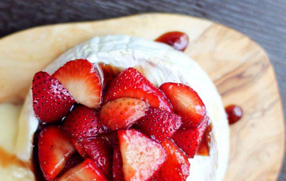 Μύρισε άνοιξη: Σαλάτα με φράουλες και camembert