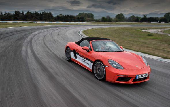 Με το Porsche Driving Experience στην πίστα των Σερρών