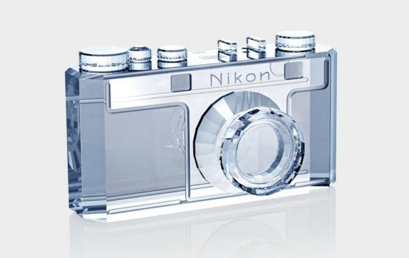 Αυτή η κρυστάλλινη Nikon είναι η πιο stylish μηχανή που δεν βγάζει φωτογραφίες