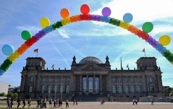 Ehe für alle: Πολιτικός γάμος και για τα ομόφυλα ζευγάρια στη Γερμανία