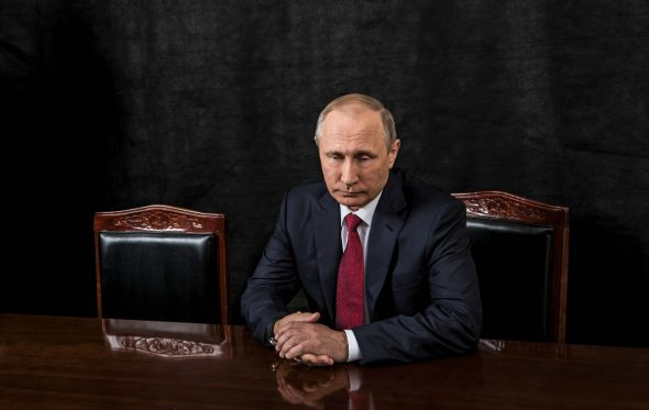«Ανακρίνοντας» τoν Vladimir Putin