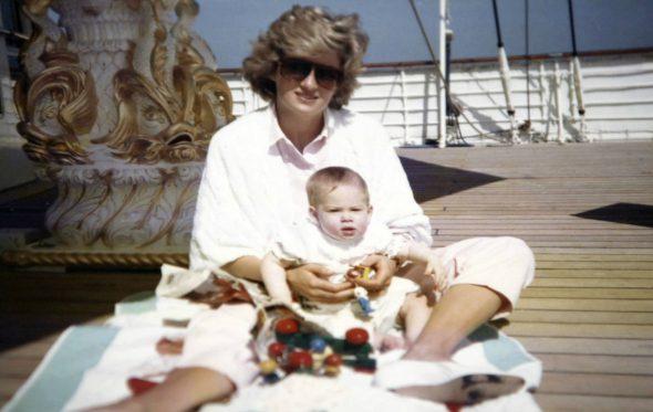 Ανέκδοτες φωτογραφίες της Πριγκίπισσας Νταϊάνα βλέπουν το φως της δημοσιότητας