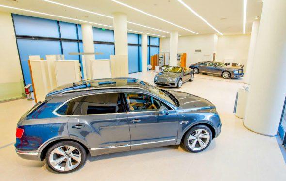 Μέσα σε όλα, η Bentley απέκτησε νέα διεύθυνση στην Αθήνα