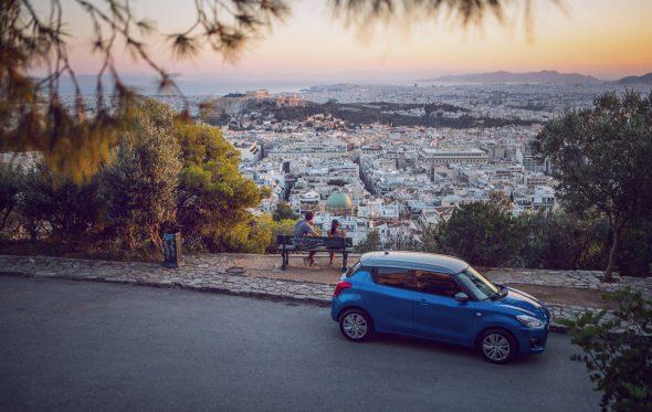 Ανακαλύπτοντας τα καλοκαιρινά στέκια της Αθήνας με το νέο Suzuki Swift