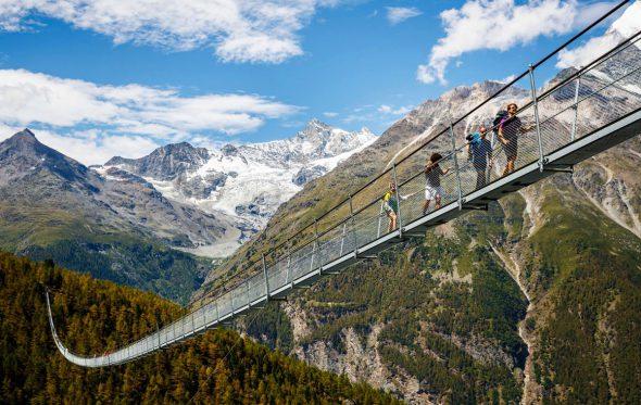Η μεγαλύτερη κρεμαστή γέφυρα του κόσμου θα σας κόψει την ανάσα