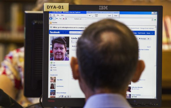 Πως βλέπει το Facebook ένας 80χρονος νέος;