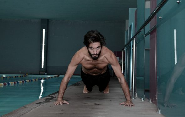 «Μισώ όλες τις ασκήσεις όταν προπονούμαι και καμία όταν βλέπω τα αποτελέσματα στο σώμα μου»