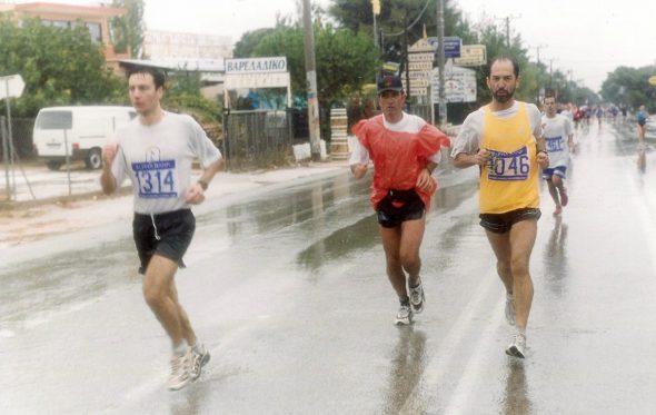 Ούτε η καταιγίδα δεν μπορούσε να σταματήσει τον Μαραθώνιο το 2001