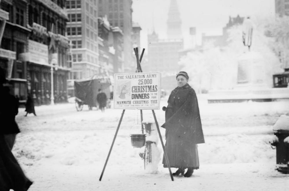 d3745cdea8 christmas-season-nyc-1910s-5