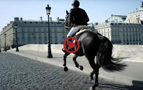 Έφιππος στο Παρίσι!