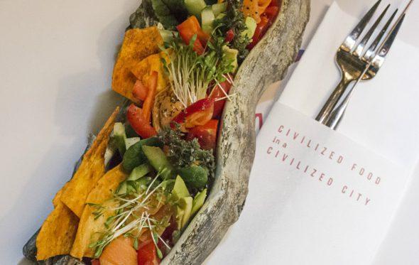 Hummus με γλυκοπατάτα, nachos, και ωμά λαχανικά, από τον σεφ Σάββα Σμάλη