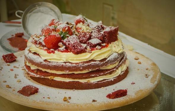 Red Velvet: Ένα βελούδινο κέικ από τον Ευάγγελο Χασιώτη