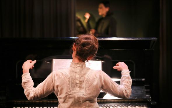 Μαρία Γιαγιάννου: μία συγγραφέας διηγείται τον έρωτα του ζεύγους Σουμαν σ' ένα θεατρικό, σαν μίνι όπερα δωματίου