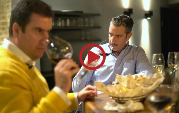 Τι κρασί πίνουμε με ένα ζουμερό burger; Το αποκλειστικό Video