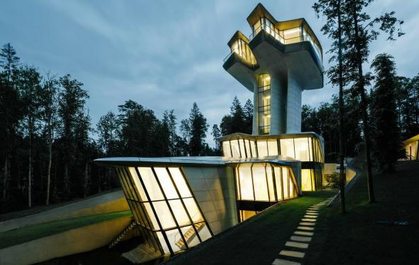 Αυτή είναι η φουτουριστική κατοικία που σχεδίασε η Zaha Hadid για τον «Ρώσο James Bond»