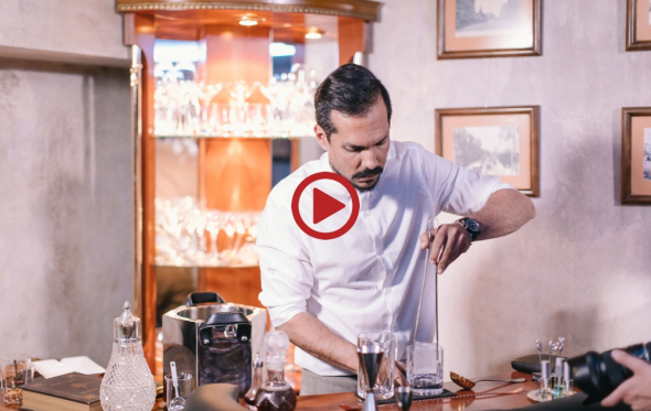 Τα Μυστικά του Artisan Bartender: Old Fashioned με ρούμι, από τον Θοδωρή Πύριλλο