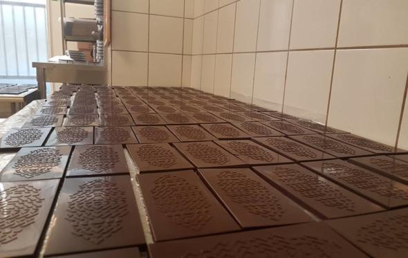 Kakau: Χειροποίητες σοκολάτες made in Παγκράτι, με καρπούς Γουατεμάλας και Περού