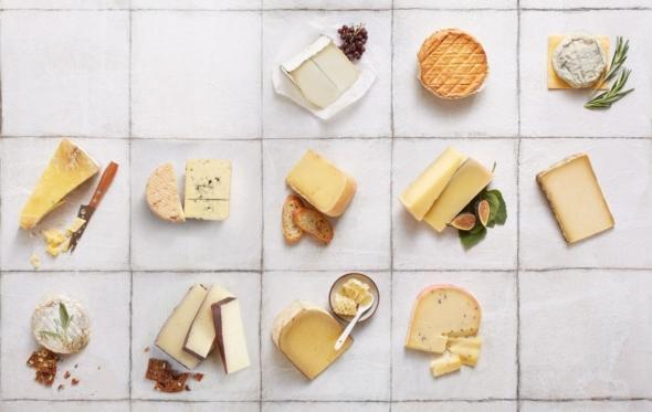 Ο Δημήτρης Λίτινας προτείνει τα ιδανικά κρασιά για 5 κορυφαία τυριά
