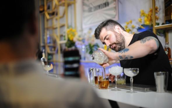 Ο Αχιλλέας Πλακίδας είναι ο κορυφαίος bartender στην Ελλάδα για το 2018