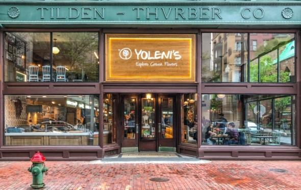 American dream: Άνοιξε στις ΗΠΑ το πρώτο Yoleni's store