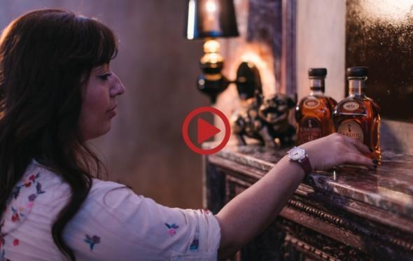 Τα Μυστικά του Artisan Bartender: Η απόλαυση του straight whisky, από την Μυρσίνη Σπανέλη