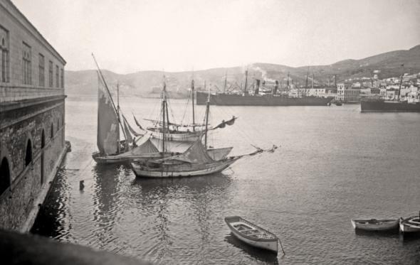 Φωτογραφίζοντας την ελληνική θάλασσα από τον 19ο αιώνα μέχρι σήμερα