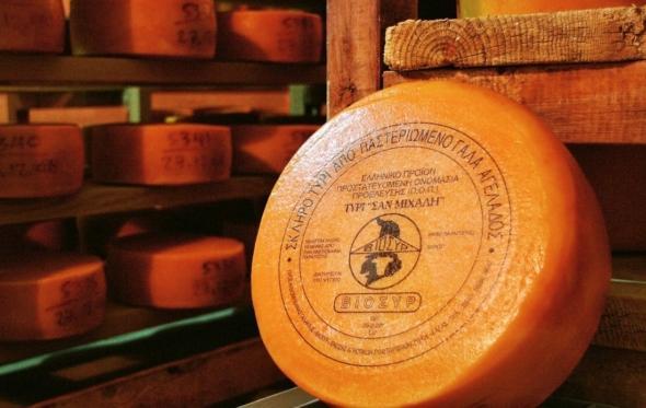 6 λιγότερο γνωστά ελληνικά τυριά που αξίζει να δοκιμάσεις αυτό το καλοκαίρι